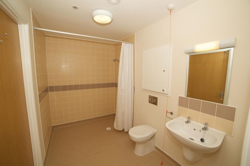 Apartment wet room in Whitley Court